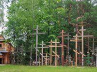 wita Gra Grabarka - krzye wotywne. Pooona w powiecie siemiatyckim na Podlasiu Gra Grabarka jest najwikszym miejscem kultu prawosawia w Polsce